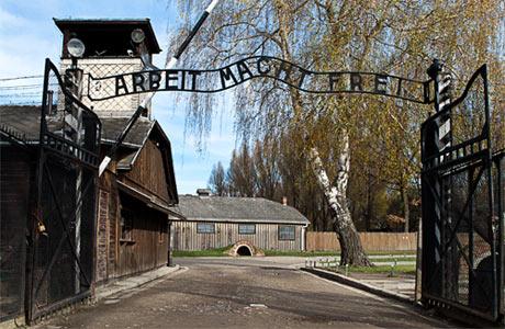 auschwitz-birkenau main gate